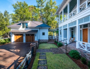 2-car carriage house with guest suite