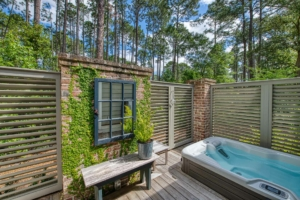 Private courtyard with jetted tub